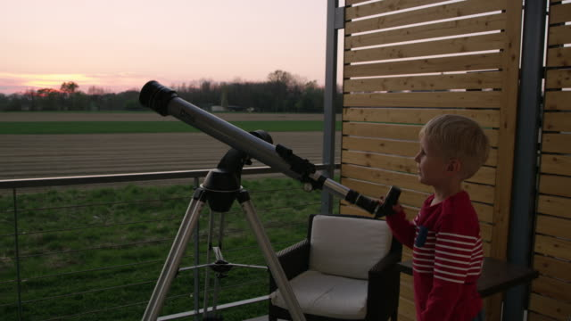 DS Little boy using a telescope