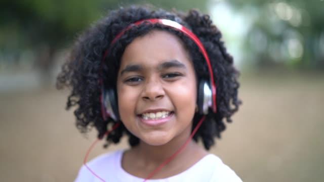 Kleines nettes Mädchen Portrait