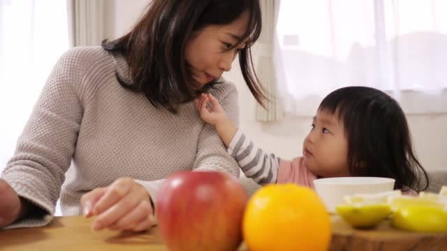 little dauter giving fruit to her pregnant mother in dining room - giving stock videos & royalty-free footage