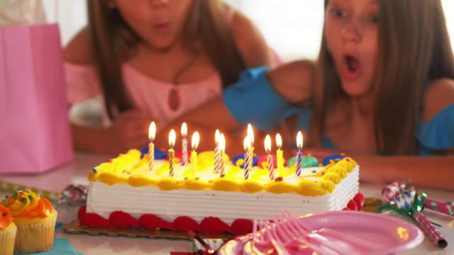 vídeos de stock, filmes e b-roll de menina, soprando velas de aniversário. - soprando
