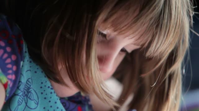 little girl coloring a picture - människonäsa bildbanksvideor och videomaterial från bakom kulisserna