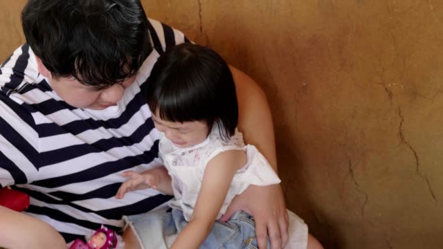 little girl(4-5 years) crying in hands of a caring father - 4 5 years stock videos & royalty-free footage
