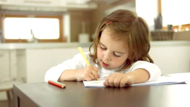 little girl drawing ご自宅で - achievement点の映像素材/bロール