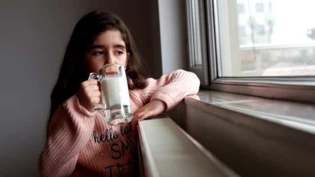 stockvideo's en b-roll-footage met meisje glas melk drinken - midden oosterse etniciteit