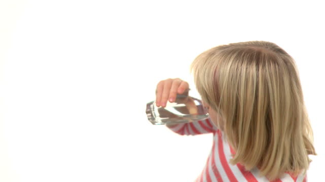 hd :少女の飲料水 - スタジオ撮影点の映像素材/bロール