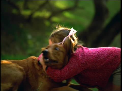 stockvideo's en b-roll-footage met little girl hugging run away dog - haaraccessoires