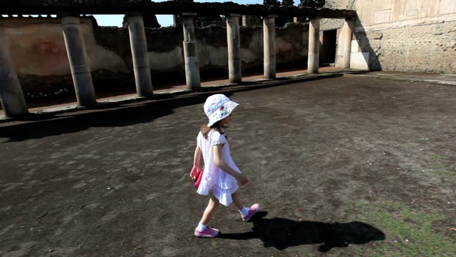 Bambina a Pompei