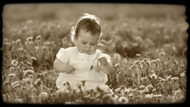 hd slow-motion: little girl on a meadow - endast en flickbaby bildbanksvideor och videomaterial från bakom kulisserna