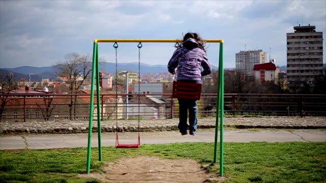 vídeos y material grabado en eventos de stock de little girl on swing - columpiarse