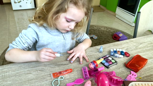 little girl paints nails with children's nail polish. - 4 5 anni video stock e b–roll