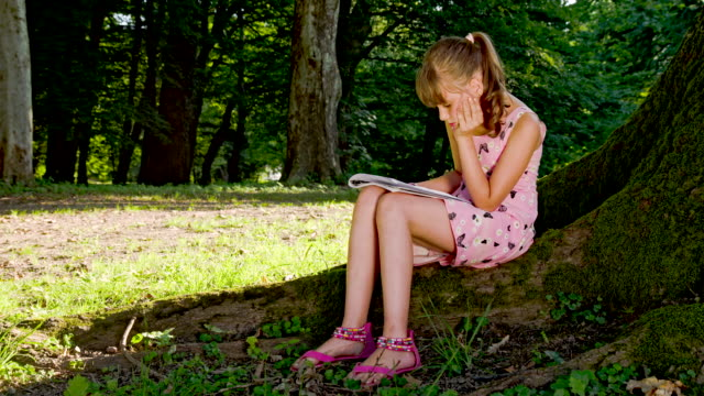 LS DS Little Girl Reading In The Park