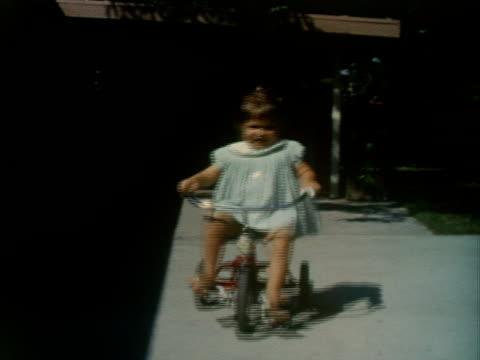 vídeos y material grabado en eventos de stock de a little girl rides a tricycle. - bicicleta vintage