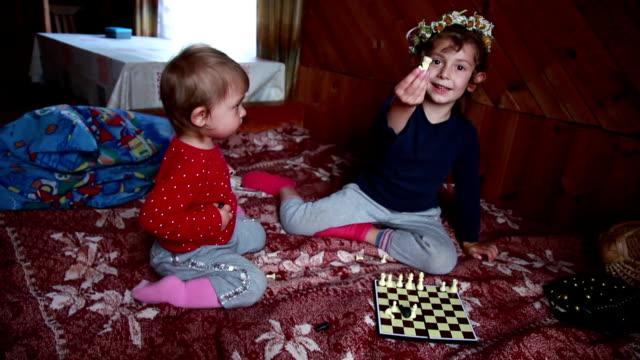 少女カメラにチェスの駒を表示