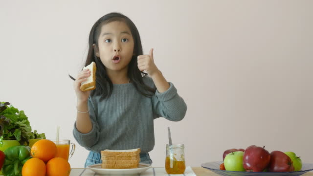 little girl showing how to making sandwich