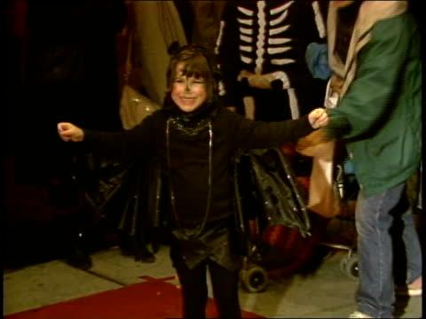 vidéos et rushes de little girl showing off her homemade bat costume - 1985