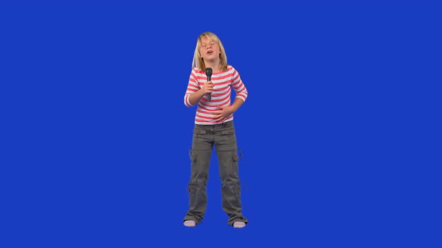 stockvideo's en b-roll-footage met hd: little girl singing - alleen één meisje