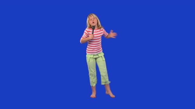 HD: Kleines Mädchen singen
