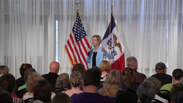 a little girl wanders onto the stage 07182019 sioux city iowa usa elizabeth warren speaks as she campaigns for the democratic nomination for the 2020... - united states presidential election stock videos & royalty-free footage