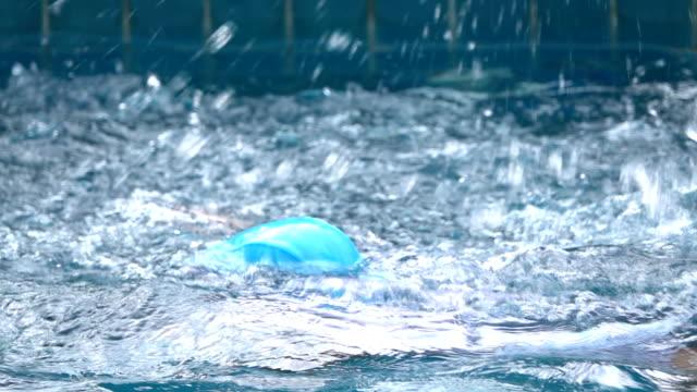 little girls simning vatten, slow motion - utebassäng bildbanksvideor och videomaterial från bakom kulisserna