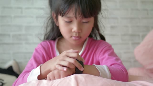 little girls using her smart watch device. - convenience stock videos & royalty-free footage