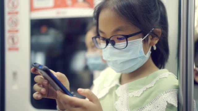 stockvideo's en b-roll-footage met kleine meisjes met brij in metro - china east asia
