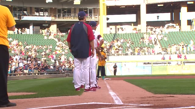 us little league champions jackie robinson west baseball team meets the chicago white sox at us cellular field on aug 30 2014 in chicago - jugendmannschaft stock-videos und b-roll-filmmaterial