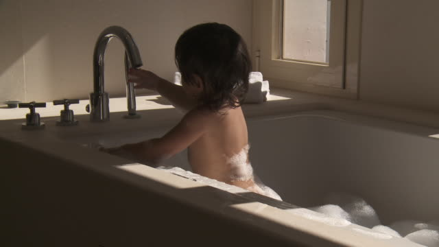 little metis girl playing in bubble bath. - baby girls stock videos & royalty-free footage