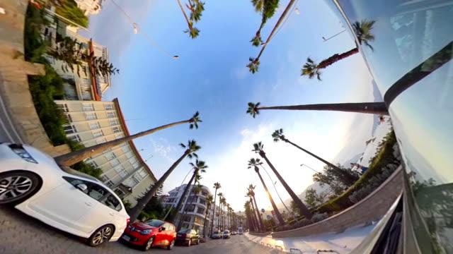 kleiner planet - auto in der tropischen stadt - 360 grad panorama stock-videos und b-roll-filmmaterial