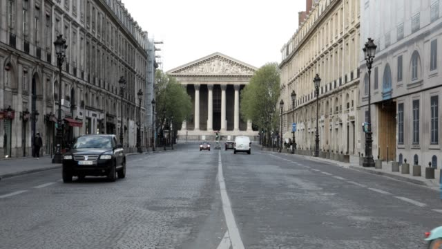 stockvideo's en b-roll-footage met little traffic goes by the madeleine church at the top of rue royale during citizen movement restrictions and coronavirus containment measures on... - rue royale