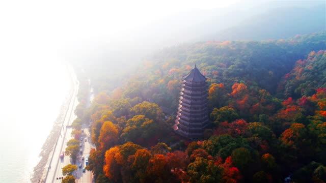 vidéos et rushes de pagode liuhe en automne tourné par drone - lieu de culte