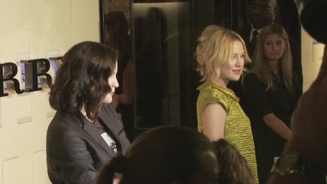 liv tyler, kate hudson at the burberry beverly hills store re-opening at los angeles ca. - beverly hills点の映像素材/bロール