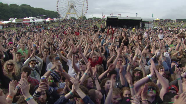 m/s ext live concert crowd day festival - popular music concert stock videos & royalty-free footage