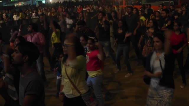 live zumba classes on stage a performance 10 heads festival is a 4 day music festival held in delhi india headlined by grantley evan marshall 'daddy... - 2010年代点の映像素材/bロール