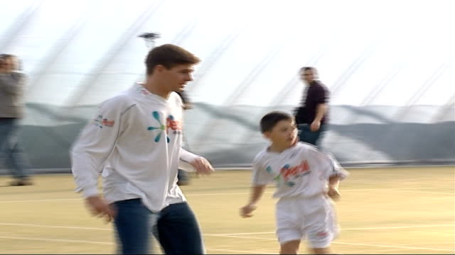 liverpool captain steven gerrard interview at persil event; various of gerrard posing at photocall with boys and girls, all wearing persil shirts /... - all shirts stock-videos und b-roll-filmmaterial