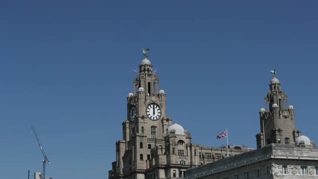 liverpool city centre stands empty during the coronavirus lockdown at noon on april 22 - midday stock videos & royalty-free footage