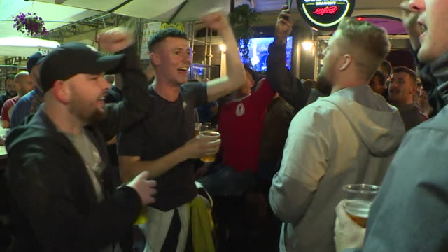 vidéos et rushes de liverpool supporters in rome before their champions league semi-final second leg match with roma - demi finale
