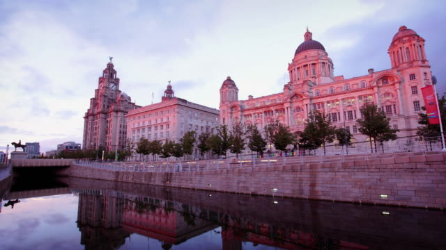 Liverpool Waterfront bij zonsondergang, Engeland, UK