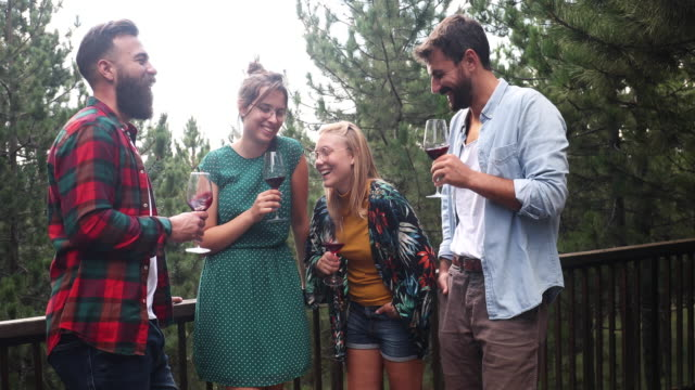 vidéos et rushes de vivre jeune et sauvage et libre - remote location