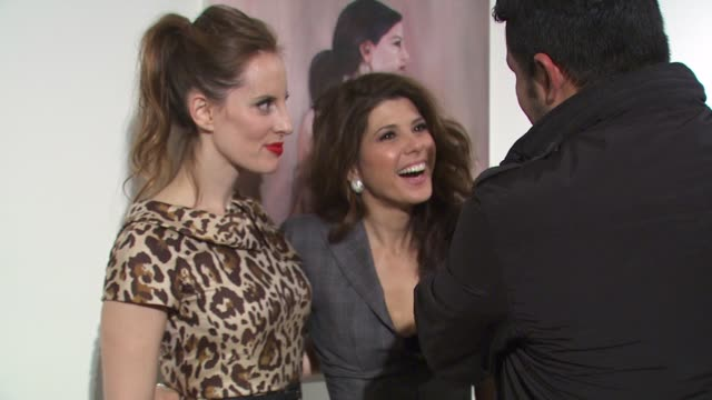 liz goldwyn, marisa tomei at the vanity fair and dior host kimberly brooks' 'the stylist project' exhibition at west hollywood ca. - marisa tomei stock videos & royalty-free footage
