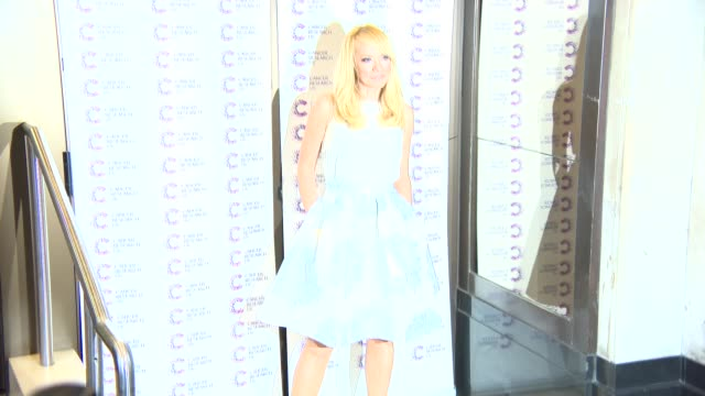 liz mcclarnon at james' jog-on to cancer at kensington roof gardens on april 09, 2015 in london, england. - リズ・マクラーノン点の映像素材/bロール