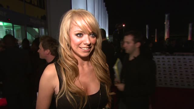 liz mclarnon on the mobos, her future projects including a cooking book at the mobo awards arrivals at london . - リズ・マクラーノン点の映像素材/bロール