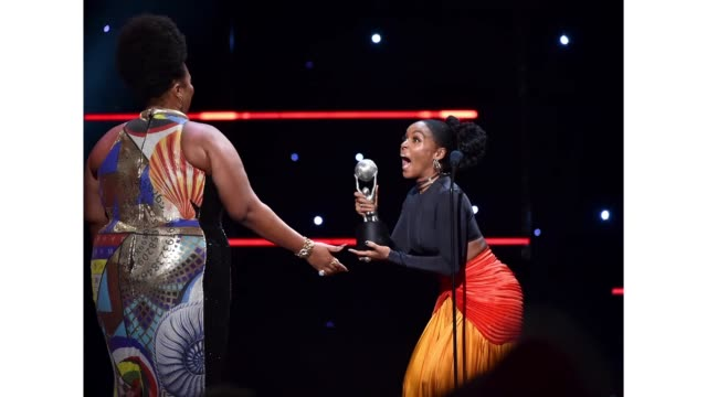 vídeos y material grabado en eventos de stock de lizzo accepts the entertainer of the year award from janelle monae onstage during the 51st naacp image awards presented by bet at pasadena civic... - premios bet