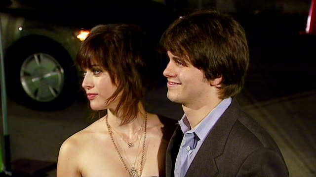 lizzy caplan and jason ritter at the 16th annual environmental media awards at ebell theater in los angeles california on november 8 2006 - environmental media awards点の映像素材/bロール