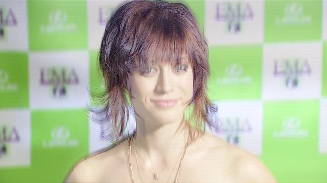 lizzy caplan at the 16th annual environmental media awards at ebell theater in los angeles, california on november 8, 2006. - environmental media awards stock-videos und b-roll-filmmaterial