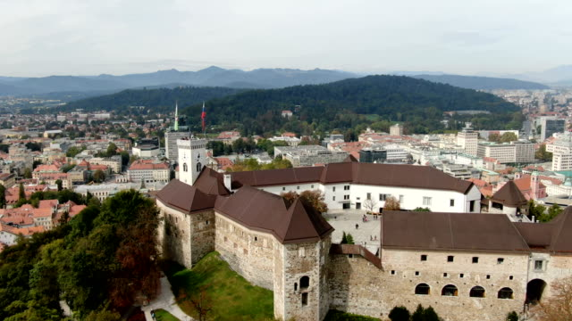 vidéos et rushes de ljubljana city center and medieval castle/ aerial - ljubljana