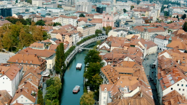 vidéos et rushes de ljubljana old historic town and medieval castle/ aerial - slovénie
