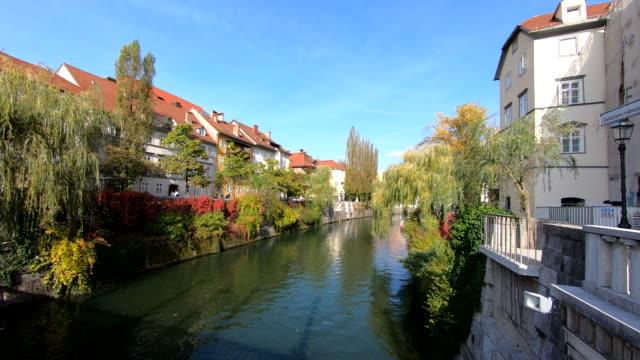 vídeos y material grabado en eventos de stock de ljubljanica river-ljubljana, eslovenia - aumento digital