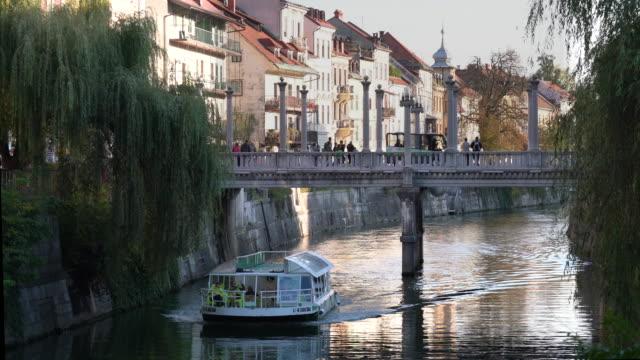 vídeos y material grabado en eventos de stock de ljubljanica river - slovenia - liubliana