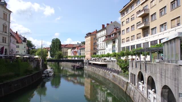 vídeos y material grabado en eventos de stock de ljubljanica river, slovenia - liubliana