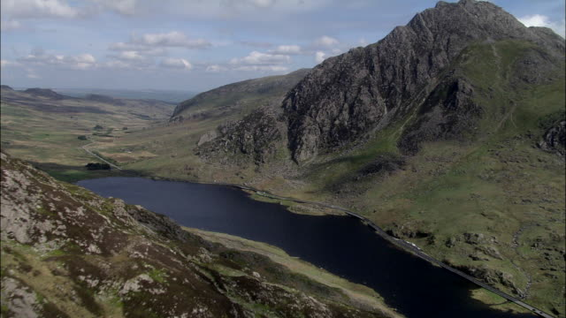 llyn ogwen - snowdonia stock videos & royalty-free footage